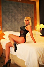 Nicole New, Dubai Massage escort